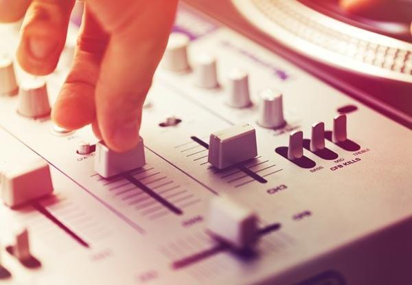 Μουσικοί Επιμελητές  DJ Groove